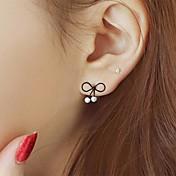 여성용 스터드 귀걸이 유니크 디자인 패션 의상 보석 펄 합금 Bowknot Shape 보석류 제품 파티 일상 캐쥬얼