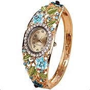Dame Unike kreative Watch Armbåndsur Moteklokke Quartz Hverdagsklokke Legering Band Vintage Kreativ Fritid Kul Armring Mangefarget