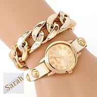 voordelige Gepersonaliseerde horloges-De gepersonaliseerde gift vrouwen twee-layer wrap pu lederen armband analoge gegraveerd horloge met strass