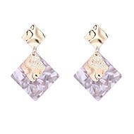 Χαμηλού Κόστους -Γυναικεία Γεωμετρική Κρεμαστά Σκουλαρίκια Σκουλαρίκια Στυλάτο Απλός Ευρωπαϊκό Κοσμήματα Λευκό / Γκρίζο / Ροζ Για Πάρτι Δώρο Καθημερινά Δρόμος Φεστιβάλ 1 Pair