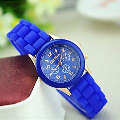 preiswerte Tolle Angebote auf Uhren-Damen Quartz Armbanduhr Armbanduhren für den Alltag Silikon Band Charme Freizeit Modisch Schwarz Blau Rot Grün Rosa Lila Gelb Beige Rose