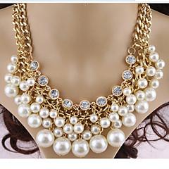 preiswerte Halsketten-Damen Perle Mehrschichtig Statement Ketten / Layered Ketten / Perlenkette - Perle, Diamantimitate Kreuz Mehrlagig Weiß Modische Halsketten Für Party