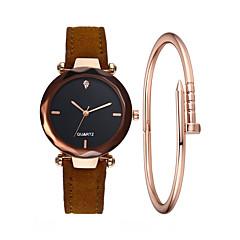 preiswerte Damenuhren-Damen Armbanduhr Quartz 30 m Kreativ Neues Design Armbanduhren für den Alltag PU Band Analog Freizeit Modisch Schwarz / Rot / Braun - Grün Rosa Dunkelrot