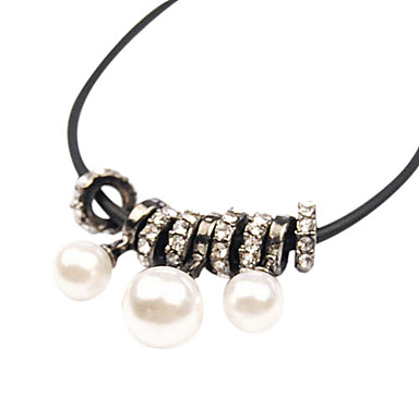 Circular Pearl Pendant Alloy Short Necklace